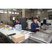 Расфальцовка дофальцовка упаковка и подготовка периодических изданий и другой печатной продукции заказчиков к дальнейшей отправке. фото