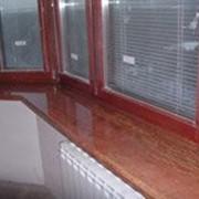 Подоконник мраморный коричневый фото