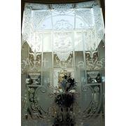 Изготовим стеклянные балконные двери с эксклюзивным декором фото