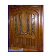 Производство дверей из дерева. фото