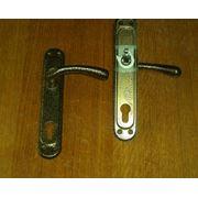 Дверная фурнитура в ассортименте: ручки дверные; замок-защелка врезной навесы для дверей. фото