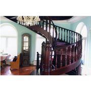 лестницы из натурального дерева.Лестницы по индивидуальным проектам.