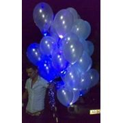 Пучек из светящихся воздушных шаров фото