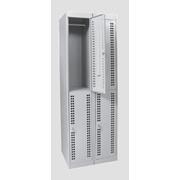 Шкаф для переодевания с префорированной дверцей две секции с двумя ячейками в каждой фото