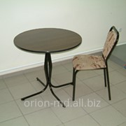 Стол с мягкими стульями фото