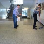 Профессиональная уборка офисов и административных зданий фото