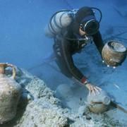 Осмотр, очистка от обрастания подводной части судов, яхт на плаву фото