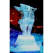 Скульптура из льда Пегас фото