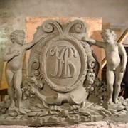 Гербовая, фронтонная декоративная скульптура фото