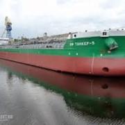 Танкер для перевозки нефти и нефтепродуктов фото