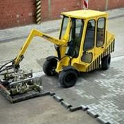Мощение тротуарной плиткой механизированное фото