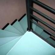 Лестница окрашенная фото