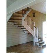 Деревянная лестница с элементами резьбы (001)