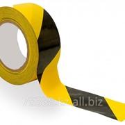 Лента разметочная клеевая (черно-желтая) фото