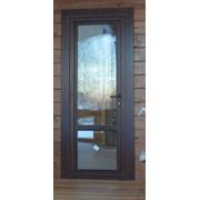 Деревянная балконная дверь с замком фото