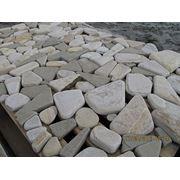 Камень окатанный для мощения фото