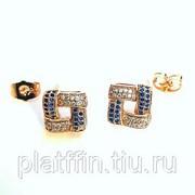 С7 Серьги-гвоздики с белыми и синими фианитами под золото фото