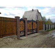 Деревянные заборы из бревен. фото