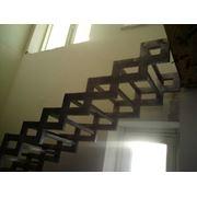 Лестницы на ломаных косоурах фото