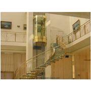 Лестницы на косоурах. Лестница радиальная вокруг лифтовой шахты на боковом коробчатом косоуре. фото