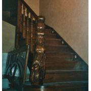Лестница дубовая на косуорах тонированная фото