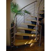 Лестницы на косоурах изготовление лестниц в Киеве доставка и монтаж лестниц на косоурах недорого фото