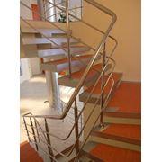 Лестницы на косоурах в Киеве. Компания Scala предлагает широкий выбор лестниц из монолитного железобетона помощь в проектировании и изготовлении таких лестниц. Прямая или поворотная винтовая лестница или эллиптическая тетивная или косоурная модульная фото