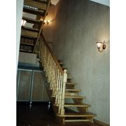Лестницы деревянные на косоурах фото