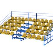 Трибуна для зрителей желтый фото