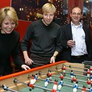 Корпоративный турнир по настольному футболу фото