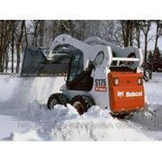 Вывоз снега. Механизированная уборка снега фото