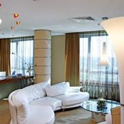 Номера гостиничные категории Executive Suit (Victoria Apartment), апартаменты, Victoria Hotel Center. Трехкомнатные апартаменты с эксклюзивным дизайном, обставленные итальянской мебелью. Гостиничный комплекс, отель фото