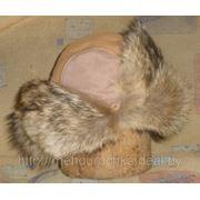 Мужская шапка-ушанка из меха енота и натуральной кожи фото