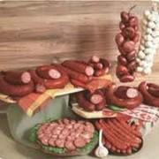 Колбасы полукопченые в ассортименте фотография