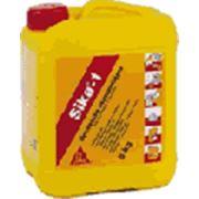Гидрофобизирующая добавка к бетонам и растворам Sika-1Герметизирующая добавка к бетонам и растворам. Sika -1 n это жидкая добавка позволяющая изготавливать водонепроницаемые бетоны и растворы. Содержит гидрофобные компоненты блокирующие поры и капи фото