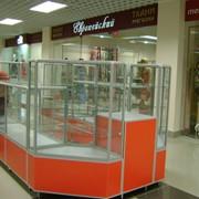 Оборудование торговое из стекла и другими материалами фото