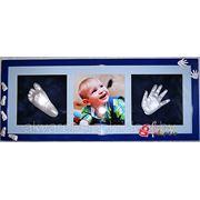 Слепки ручки и ножки ребенка в раме на три окна фото