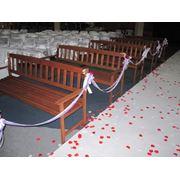 Аренда прокат деревянных лавочек свадебных фото