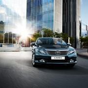 Автомобили легковые седаны высшего среднего класса, Седан Toyota Camry фото
