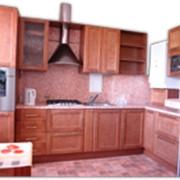 Кухонный гарнитур с фасадами из массива березы.