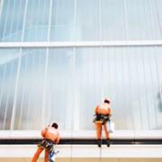 Мытьё окон, фонаре, витражей, витрин, фасадов и очистка наружной рекламы методом промышленного альпинизма фото