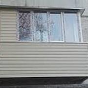 Балкон с Г-образным остеклением одним шкафом фото