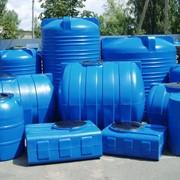 Горизонтальные пластиковые емкости, бочки для воды фото
