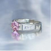 Кольца Вставки: кубический цирконий Цвет вставок: Розовый фото