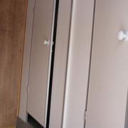 Туалет автономный передвижной. передвижной туалет. фото