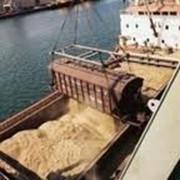 Отгрузка грузов на суда фото