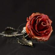 Красная кованая роза фото