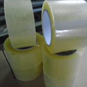 Клейкая упаковочная лента прозрачная фото