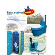 Торфяной туалет в пластиковой кабине фото
