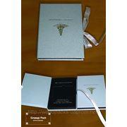 Упаковка из картона корпоративная для вина и подарков фото